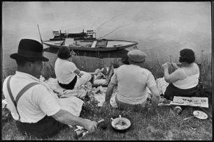 FRANCE. Sunday on the banks of the river Marne. 1938.