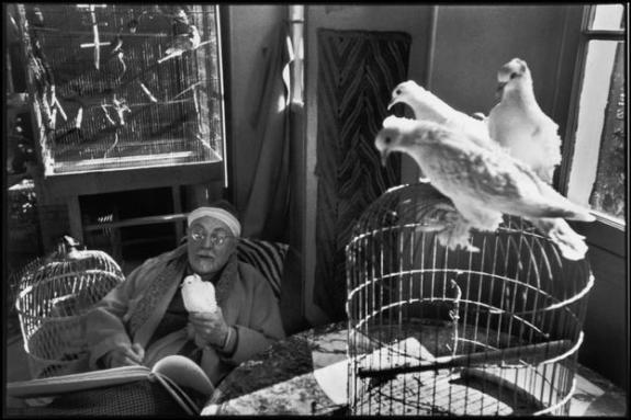 "FRANCE. Alpes-Maritimes. Vence. French painter Henri MATISSE at his home, villa ""Le Reve"". Between 1943-44."