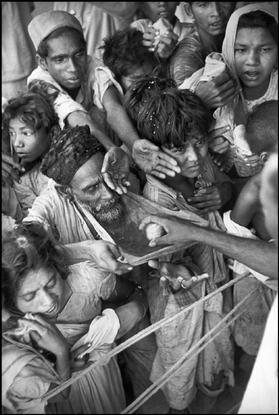 India. Baroda. 1948. On the 39th birthday of the maharajah of Baroda, sugar-balls are distributed to the poor.India. Baroda. 1948.