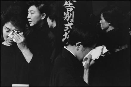 JAPAN. Tokyo. A farewell service for the late actor Danjuro held on November 13th 1965 at the Aoyama Funeral Hall (according to Shinto rites). 1965.