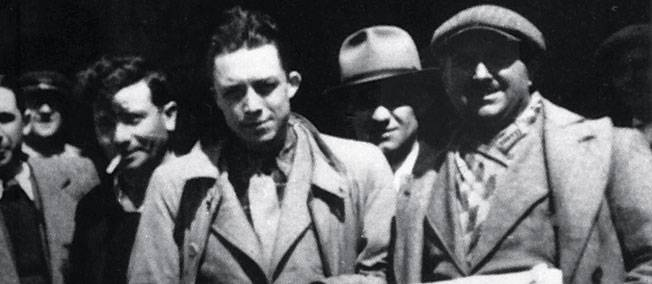 Ο Alber Camus με συνεργάτες της εφημερίδας d' Alger républicain (Αλγερία 1939)
