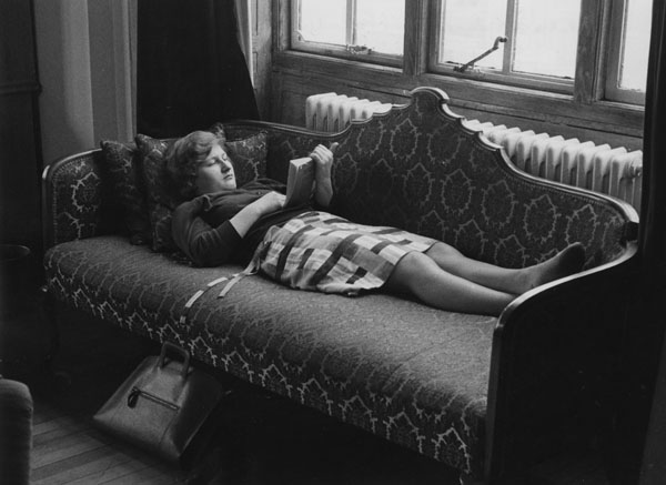Student_reading_in_the_Shaw_Library_1964