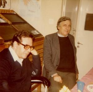 Σπύρος Τσακνιάς και Αλέξανδρος Κοτζιάς στο τυπογραφείο των εκδόσεων «Στιγμή» (τέλη δεκαετίας '80).