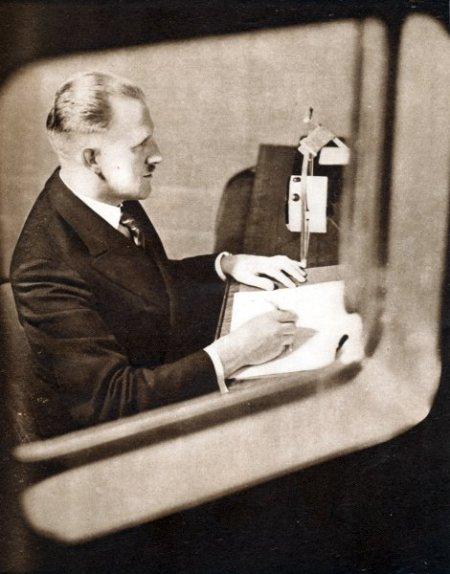 Εκφωνητής ειδήσεων, BBC Radio, c1930