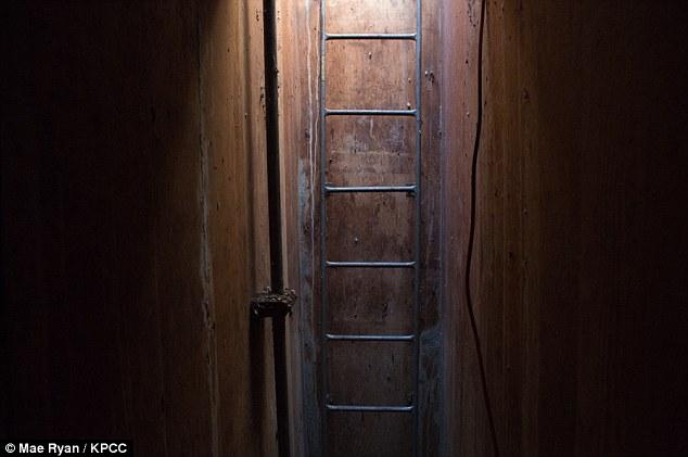 2.Υπόγειο καταφύγιο, χτισμένο από τον πυρηνικό φυσικό Alvin Kaufman το 1961, περίπου πέντε μέτρα κάτω από το έδαφος.