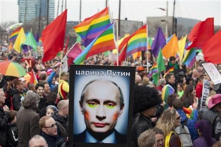 2013-04-08T192426Z_1_CBRE9371HWZ00_RTROPTP_2_RUSSIA-GERMANY-NETHERLANDS-HOMOSEXUAL