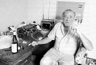 bukowski-at-desk