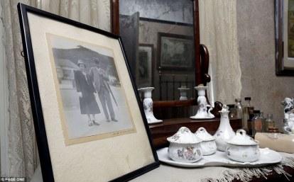 Ένα ευτυχισμένο ζευγάρι που θα μείνει στην αιωνιότητα. Ο κος Straw έζησε στο Worksop μέχρι το θάνατο του το 1932. Η σύζυγος του μέχρι τον δικό της θάνατο εφτά χρόνια μετά.