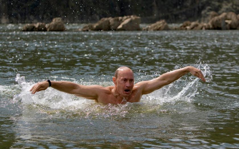 110913Putin_swimming