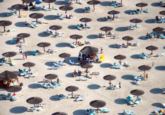 dubai-beach-umbrellas