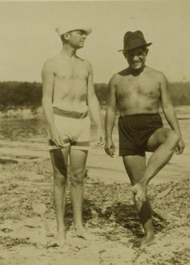 Gerald Murphy and Pablo Picasso at La Garoupe beach in Antibes