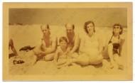 Jackson Pollock, Clement Greenberg, Helen Frankenthaler, Lee Krasner and an unidentified child at the beach, July 1952
