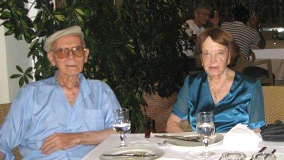 Με τη γυναίκα του, Μάρθα Αποσκίτη