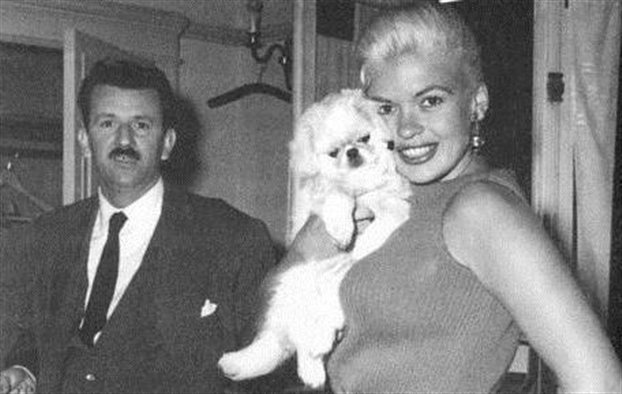 Ο Γιάννης Μαρής με την Τζέιν Μάνσφιλντ στην Αθήνα το 1962