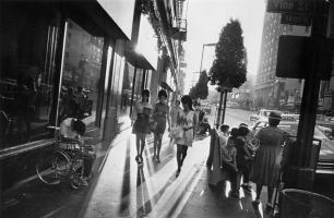 002 winogrand_la_sidewalk