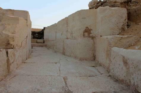 Η είσοδος του τάφου, τραβηγμένη την 1/1. Οι αρχές την έδωσαν στη δημοσιότητα στις 6/1 (φωτό: AFP).