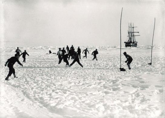 Παίζοντας στον πάγο