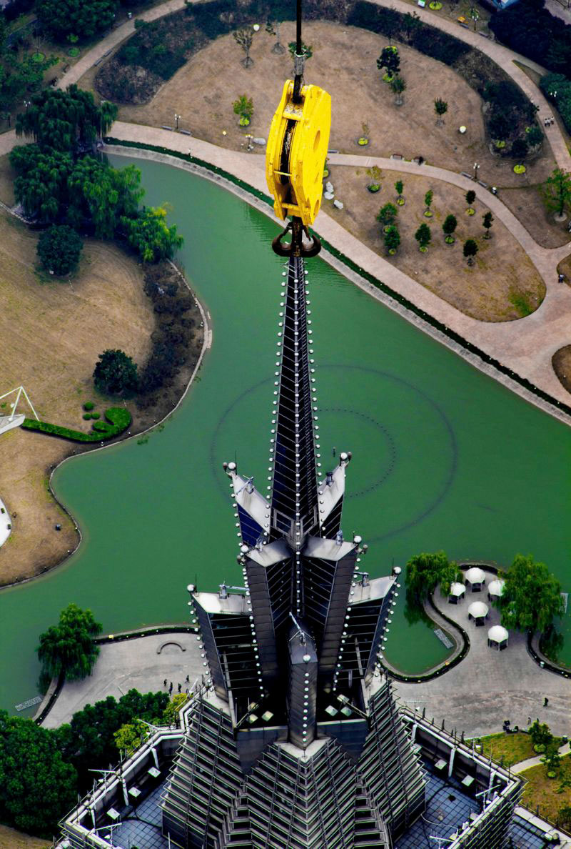crane-operator-wei-genshen-photos-of-shanghai-from-above-3