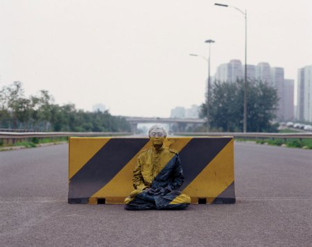 01 liu-bolin-art-hi-res-hide-in-the-city-china-camouflage-painting-4