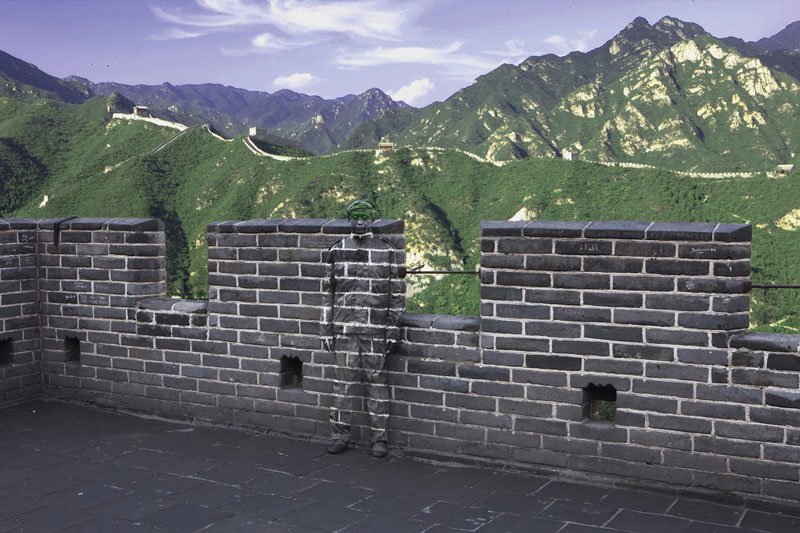 04 liu-bolin-art-hi-res-hide-in-the-city-china-camouflage-painting-14