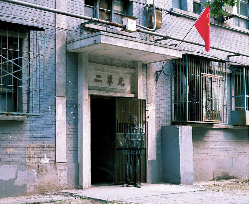 09 liu-bolin-art-hi-res-hide-in-the-city-china-camouflage-painting-7