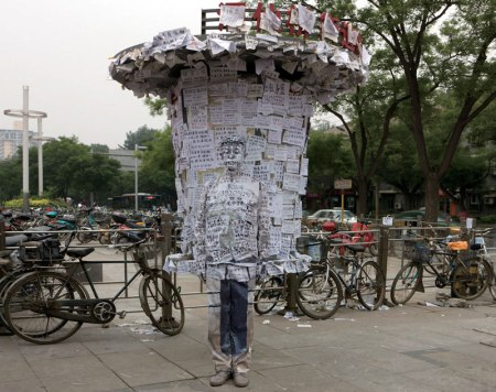 10 liu-bolin-art-hi-res-hide-in-the-city-china-camouflage-painting-20