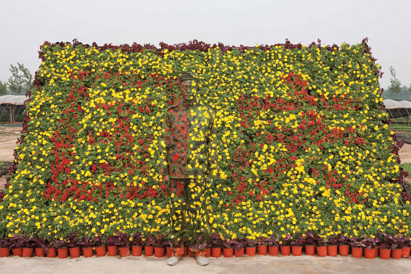 16 liu-bolin-art-hi-res-hide-in-the-city-china-camouflage-painting-13