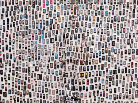 20 liu-bolin-art-hi-res-hide-in-the-city-china-camouflage-painting-26