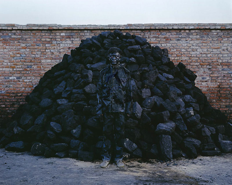 21 liu-bolin-art-hi-res-hide-in-the-city-china-camouflage-painting-18