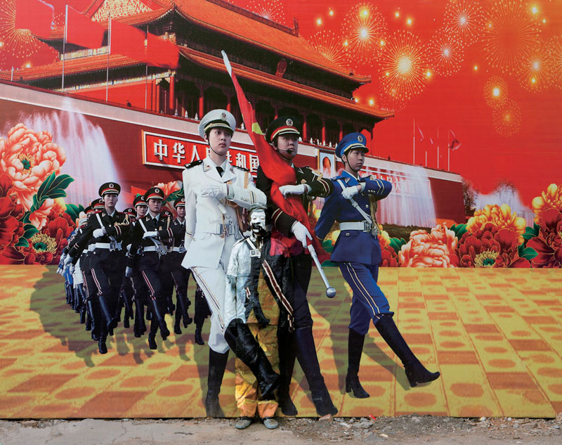 23 liu-bolin-art-hi-res-hide-in-the-city-china-camouflage-painting-21