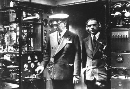 54445-first-radio-conv-1930