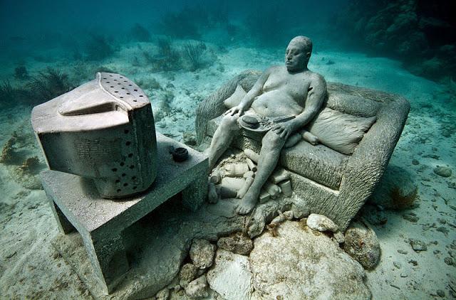 800px-Inertia-underwater-sculpture-jason-decaires-taylor