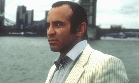 Bob-Hoskins-in-The-Long-G-001