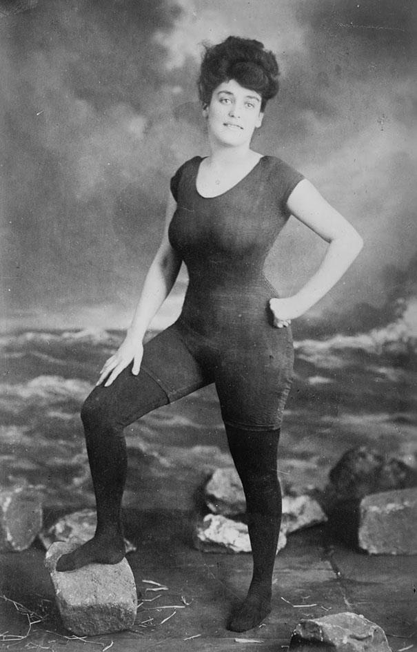 must-see-black-and-white-historic-moments-5-Annette Kellerman