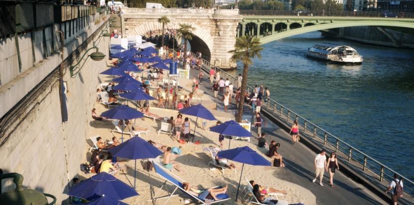 7544356-meme-le-louvre-aime-paris-plages