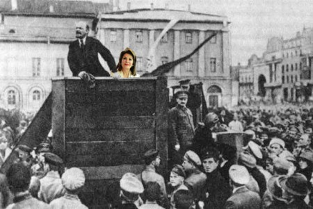 Lenin-Trotsky_1920-05-20_Sverdlov_Square_(original) αντίγραφο
