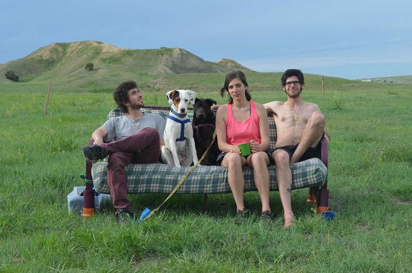 three-friends-two-dogs-one-futon-roadtrip-photos-1