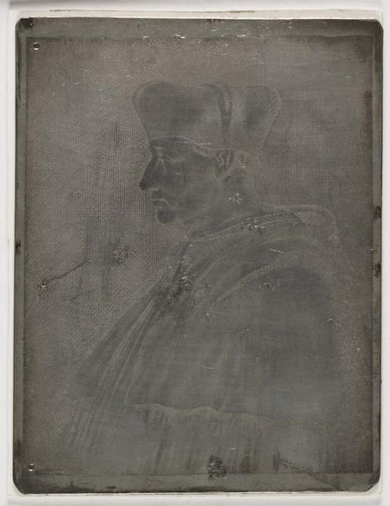 Ο Καρδινάλιος του Αμπουάζ (λεπτομέρεια), 1826, του Ζοζέφ Νικηφόρου Νιέπς (Joseph Nicéphore Niépce). Ο  Νιέπς θεωρείται ο εφευρέτης της φωτογραφίας. Η συγκεκριμένη είναι μια από τις πρώτες φωτογραφίες που αποτύπωσε με την τεχνική της ηλιογραφίας.