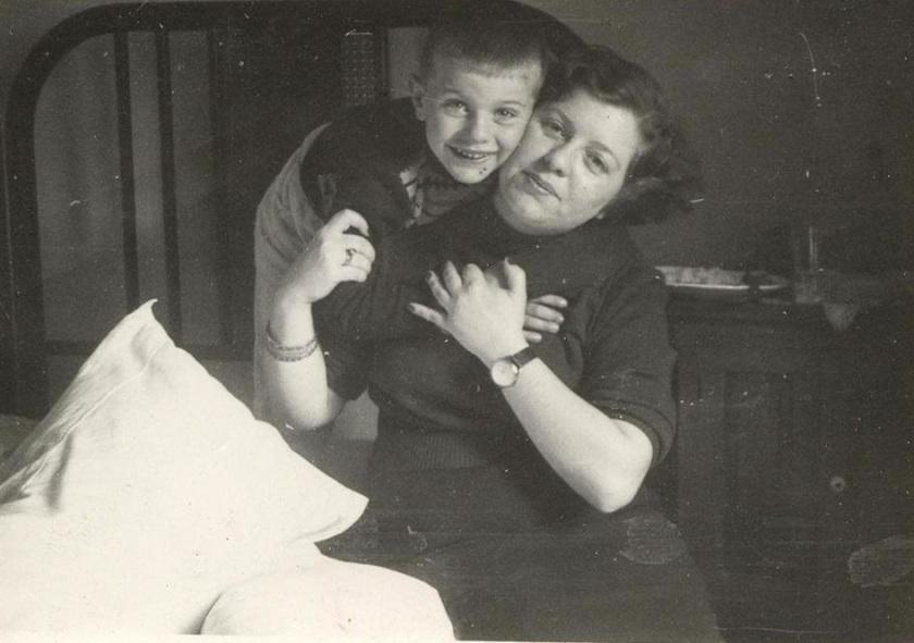 Με τη μητέρα του στη Θεσσαλονίκη