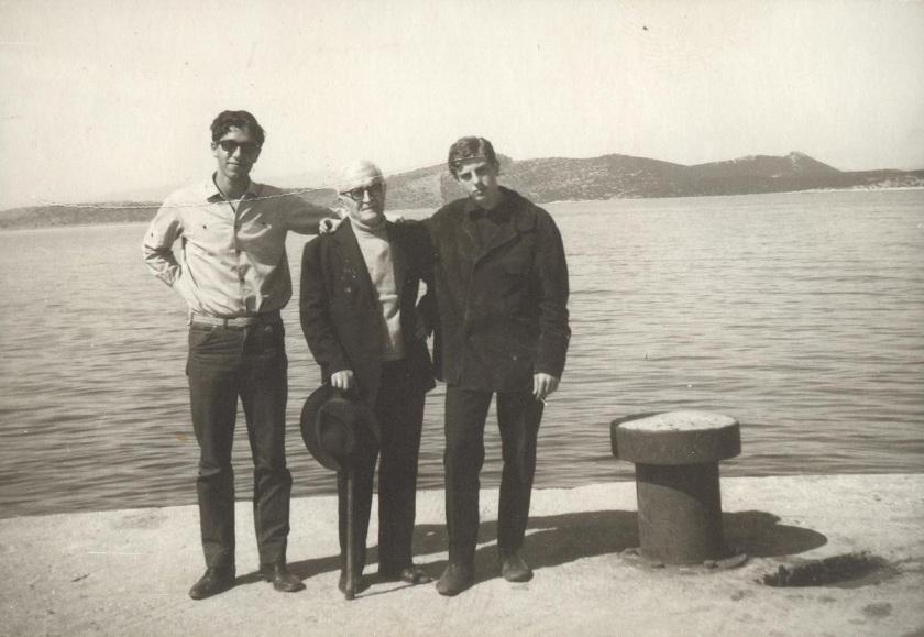 O Π.Σ., δεξιά, με τον Μάρκο Αυγέρη και έναν φίλο του στα Νέα Στύρα Ευβοίας