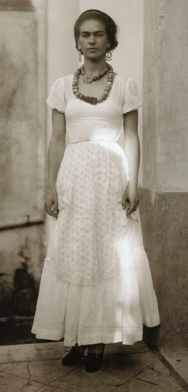 Το 1929 κινείται πια στους καλλιτεχνικούς κύκλους του Μεξικού, έχει ήδη γνωρίσει τον Ντιέγκο Ριβιέρα και παντρεύονται.