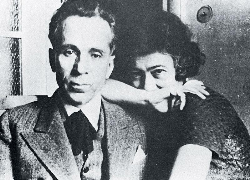 O Κώστας Βάρναλης με τη γυναίκα του (παντρεύτηκαν το 1929) Δώρα Μοάτσου