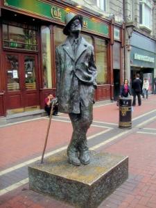 Άγαλμα του Τζόις στο Δουβλίνο.