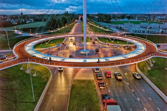 Κυκλική γέφυρα Hovenring, Αϊντχόβεν, Ολλανδία.