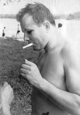 Yuri_Gagarin_in_Dolgoprudny_1