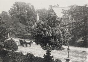 04 House near Queen's Hotel