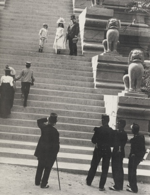 Emile Zola and the children on the steps of the Indo-Chinese Pavillion