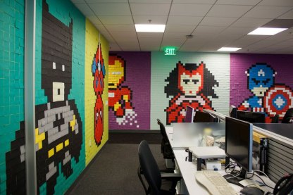 employee-uses-post-its-to-turn-drab-office-walls-into-giant-superhero-murals-17