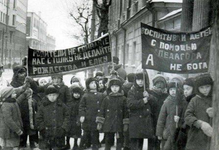 «Με τη βοήθεια του δασκάλου και όχι του Θεού», 1929