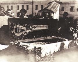 Μέλη της Ένωσης ανασκάπτουν τον τάφο αγίου της ρωσικής εκκλησίας για να αποδείξουν ότι το σώμα του έλιωσε